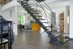 Escaliers droits métalliques avec marche en verre design RP métal creation Blanchard google wordpress