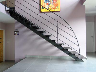 Escalier droit limon central acier métalliques design RP métal creation Blanchard google wordpress