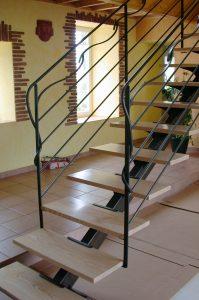 Escalier acier et marche en bois