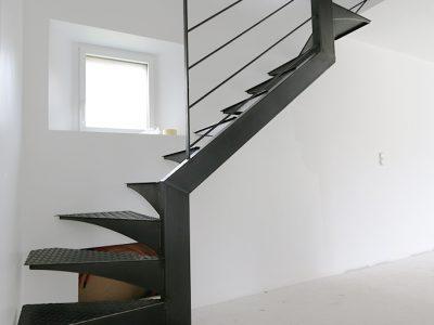 Escalier deux quart tournant Design en Acier - installation